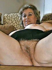 Amateur milf having warm hole