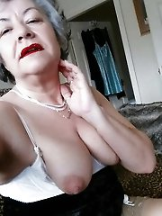 Mature gilf enjoying sex