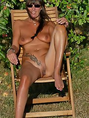Mature milf getting nude on picture