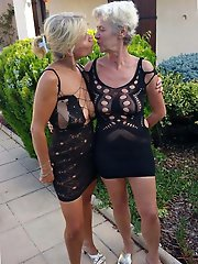 Amateur mature mamas giving head