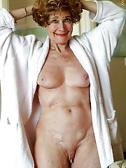 Older mademoiselle posing totally naked on picture