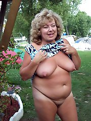 Adored mature mama baring it all on cam