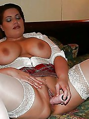 Superb older cougar baring it all on photo